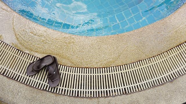 kraj bazénu