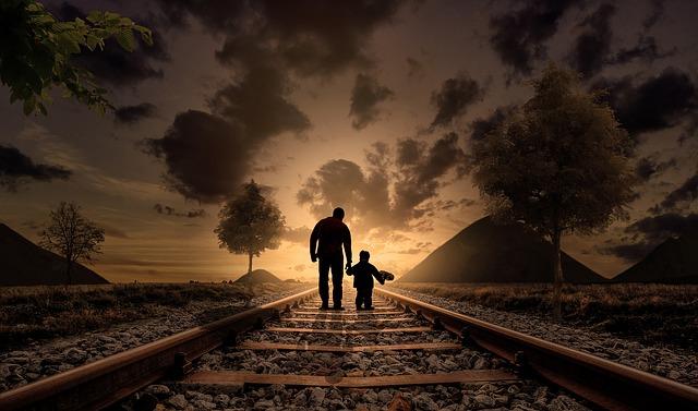 Cesta, koleje, otec se synem.